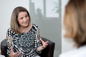 Dr. Andrea Rudisch-Pfurtscheller im Gespräch Herz anthropologische Grundannahmen im Coaching